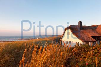 Haus am meer bei sonnenuntergang  Bildagentur Pitopia - Bilddetails - Das Haus am Meer (Anna Reinert ...