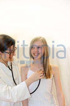Bildagentur Pitopia Bilddetails Arzt Untersucht Lachendes