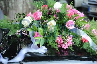 Bildagentur Pitopia Bilddetails Blumenschmuck Auf Hochzeitsauto