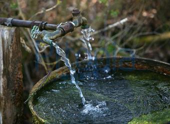 Bildagentur Pitopia - Bilddetails - Alte Wasserstelle im ...