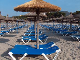 Liegestuhl mit sonnenschirm strand  Bildagentur Pitopia - Bilddetails - Liegestühle (zazou) Bild ...